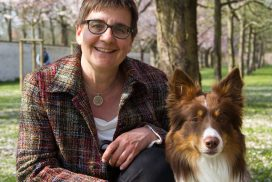 Business Coach Kathrin Kaschura mit ihrem Hibbelhund Timber